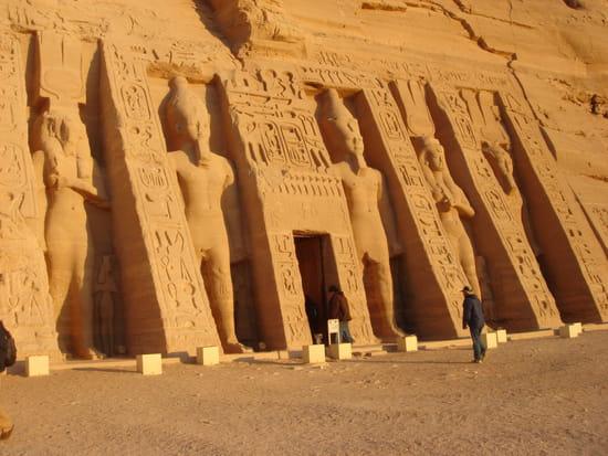 http://image-photos.linternaute.com/image_photo/550/hieroglyphe-antiquite-abou-simbel-egypte-4775049091-914011.jpg