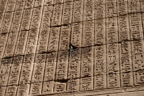 http://image-photos.linternaute.com/image_photo/550/hieroglyphe-edfou-egypte-1215571173-1080069.jpg