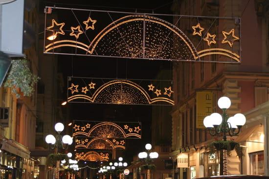 NICE اجمل مدن فرنسية من ناحية السياحة Illuminations-nice-france-1069931786-1139200