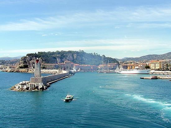 NICE اجمل مدن فرنسية من ناحية السياحة Jetees-panorama-phares-nice-france-1014098104-1105374