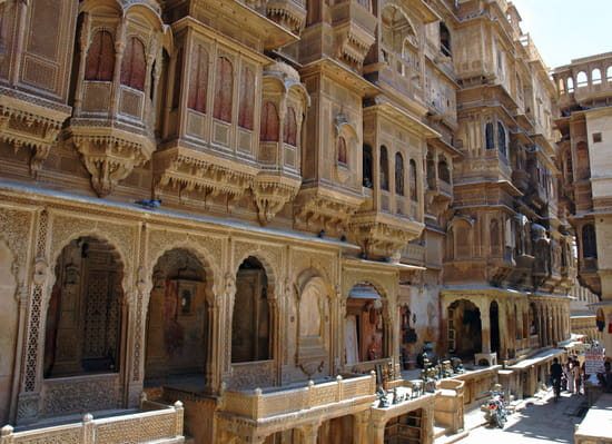 الهند ..جمال و حضارة من مختلف انواعها .. Palais-jaisalmer-inde-799524189-875564