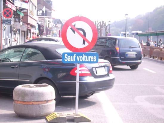 http://image-photos.linternaute.com/image_photo/550/panneaux-insolites-signalisations-autres-voitures-dinant-belgique-1142031455-1082059.jpg