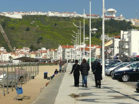 Nazaré au Portugal - Le front de <a class=