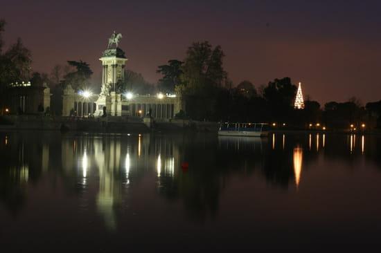 سياحة بلاد الأندلس المغصوبة إسبانيا statue-illuminations