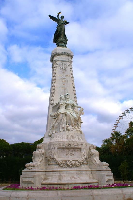 NICE اجمل مدن فرنسية من ناحية السياحة Statue-nice-france-4811212421-911602