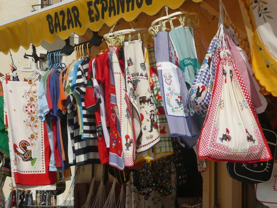 Nazaré au Portugal - Nappes et tabliers traditionnels.