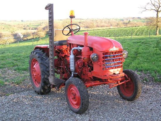Mon tracteur à poule Tracteur-renault-de-1960-3645288349-261391