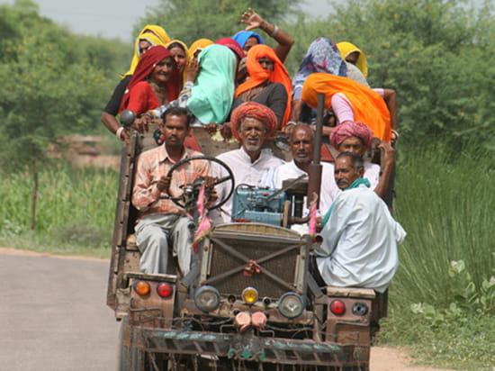 الهند ..جمال و حضارة من مختلف انواعها .. Transports-collectifs-jaipur-inde-1317361578-1150155