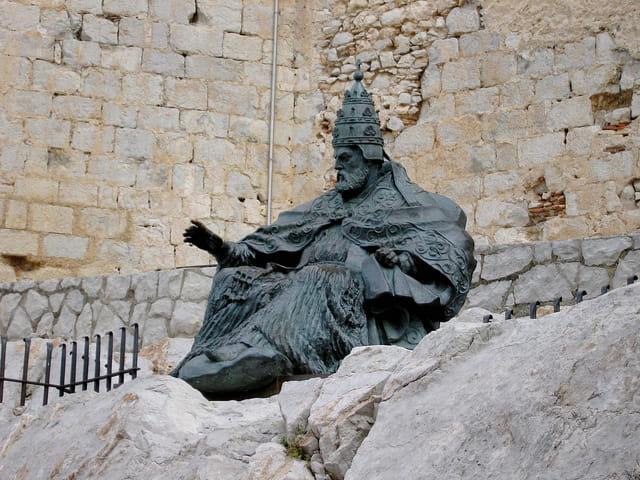 0-Statue en bronze (Papa Luna)