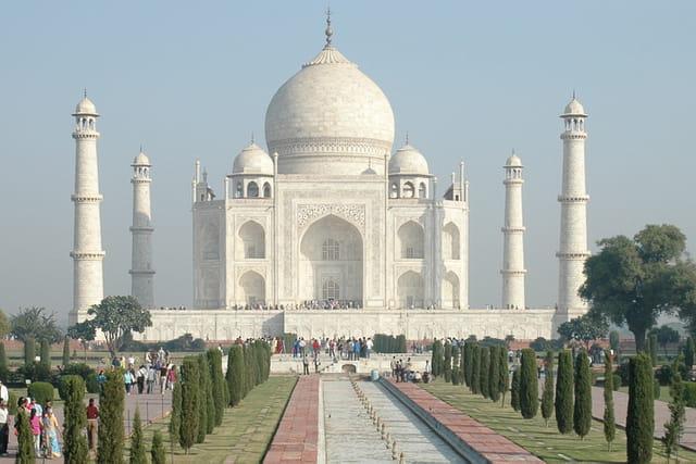 Taj Tour Guide