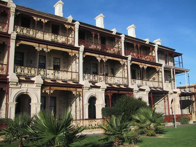 Maison coloniale par c cile roze sur l 39 internaute for Interieur maison coloniale