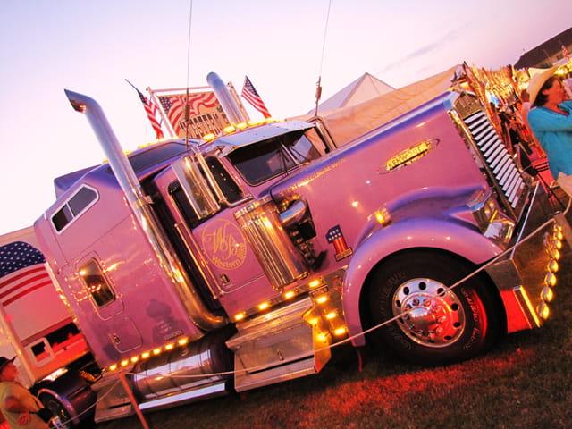 Camion am ricain festival country de mirande par jean for Camion americain interieur