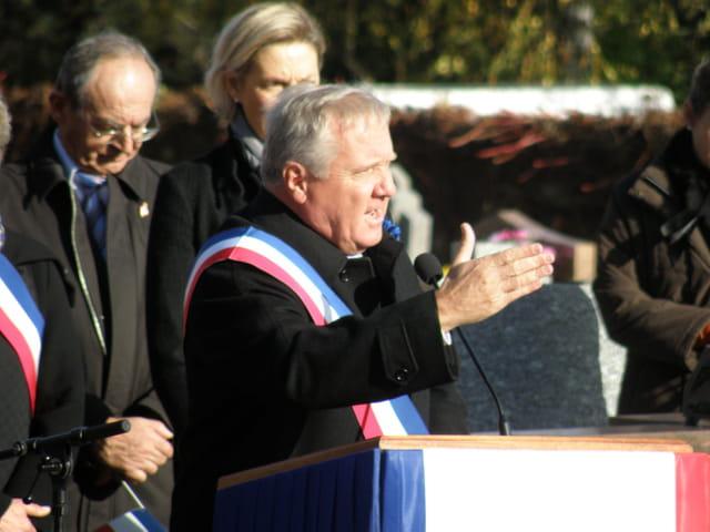 11 novembre 2008, au Pecq, le Sénateur Maire