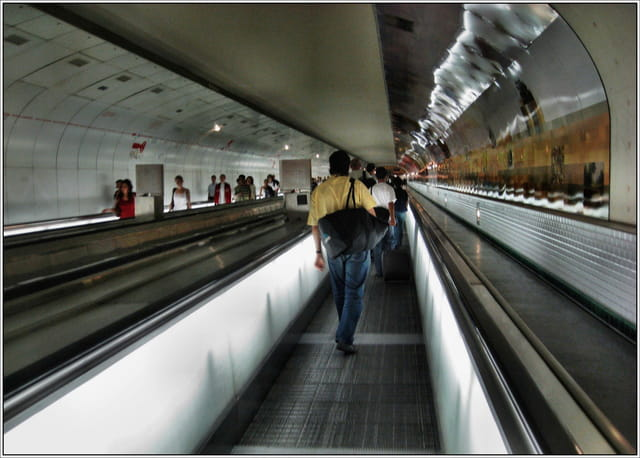 Le tapis roulant du m tro par jean pierre tolomio sur l 39 internaute - Test vo2max sur tapis roulant ...