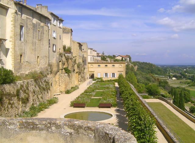 Provence alpes c te d 39 azur guide de voyage tourisme - Banque de france salon de provence ...
