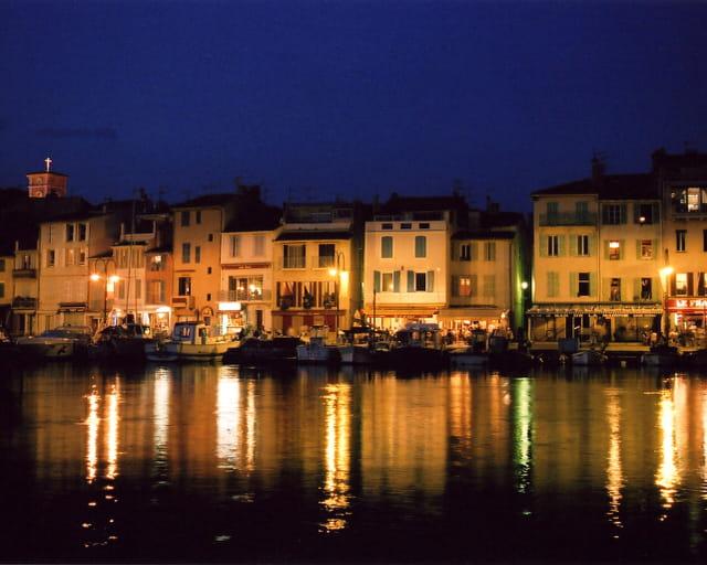 Le Port De Cassis De Nuit Par Didier Ducceschi Sur L Internaute