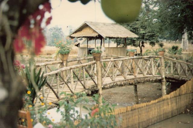 petit pont de bois par gerard guerrero sur l 39 internaute. Black Bedroom Furniture Sets. Home Design Ideas