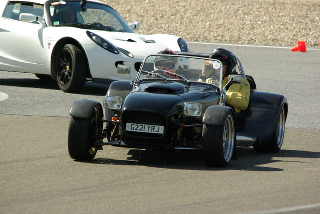 lotus seven moteur v8 sur piste par franck bouvier sur l 39 internaute. Black Bedroom Furniture Sets. Home Design Ideas