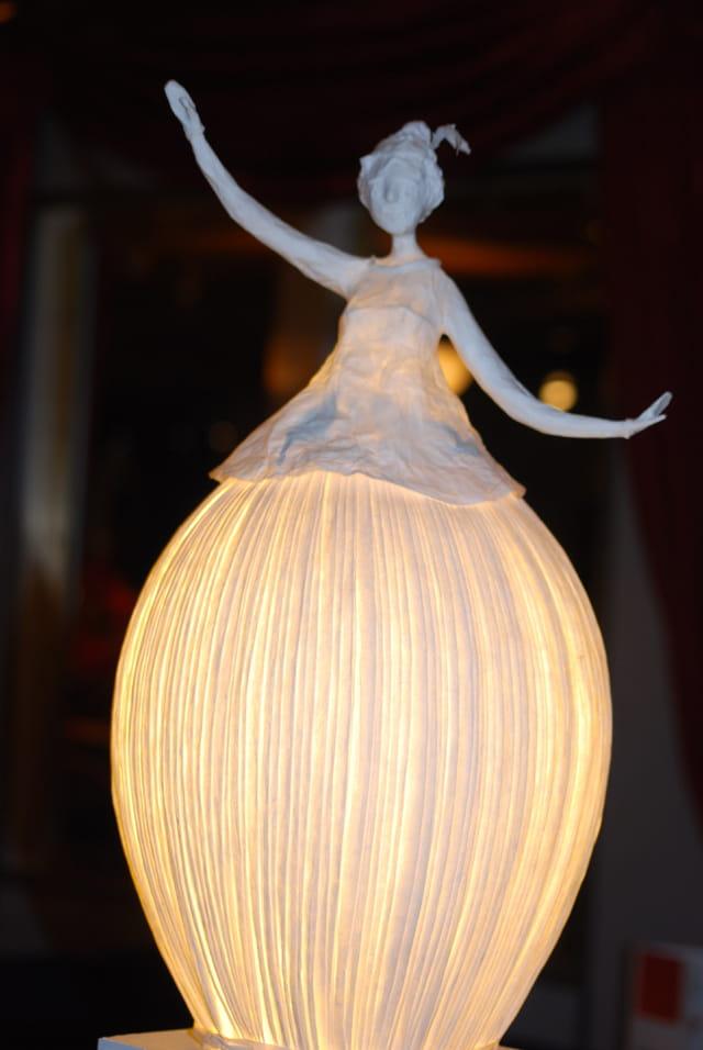 La poup e lampe en papier par genevieve lapoux sur l 39 internaute - Lampe en papier ikea ...