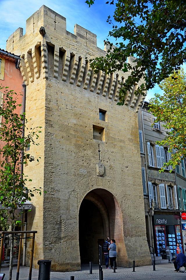Tour bourg neuf salon de provence par philippe manael sur - Kfc salon de provence ...