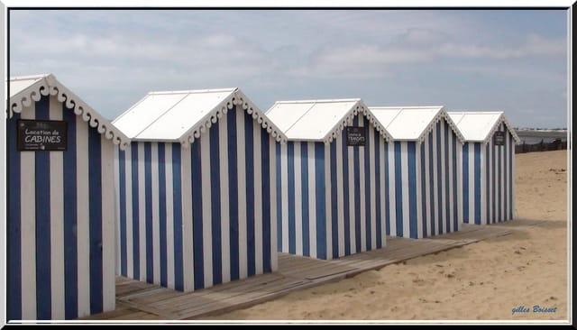 Cabines de plage chatelaillon par gilles boisset sur l for Cabane de plage pour jardin