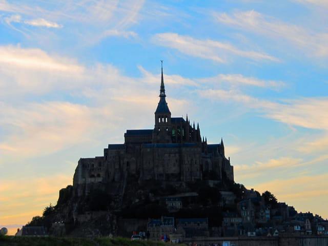 Mont saint michel au coucher de soleil par adriana grecu for Au jardin st michel pontorson