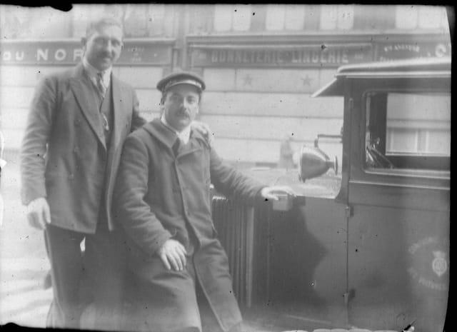 2 hommes et une voiture