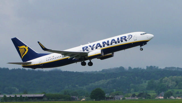 Avion de ligne boeing 737 800 ryanair par jean marc for Interieur avion ryanair