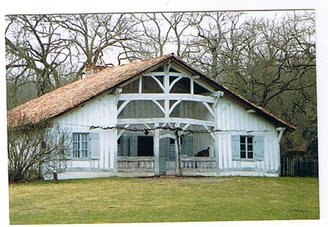 Maison ancienne typique landaise par genevieve lapoux sur for Maison typique du nord de la france