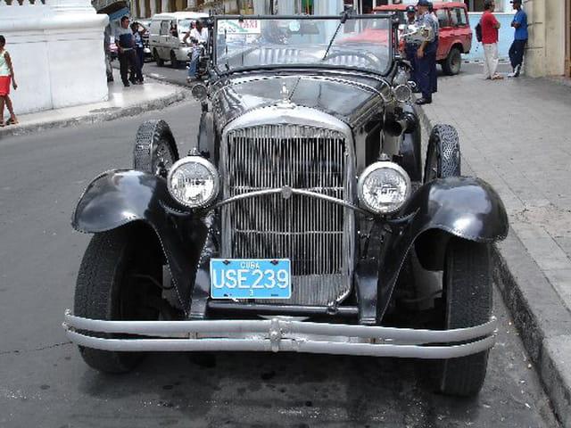 vieille voiture am ricaine par christian van caeneghem sur l 39 internaute. Black Bedroom Furniture Sets. Home Design Ideas
