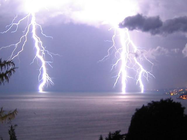 Nuit d'orage sur le lac