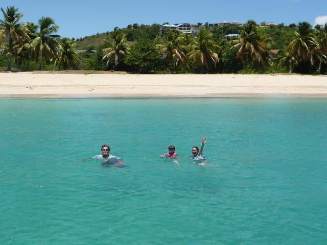 A la nage vers Happy-Bay- Pas de route !