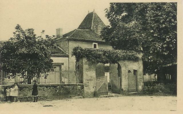 Abjat en Dordogne, maison du XVe siècle.