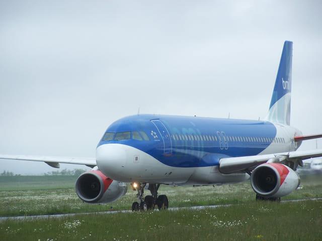 Airbus BMI sur l'aéroport de Tarbes-Lourdes