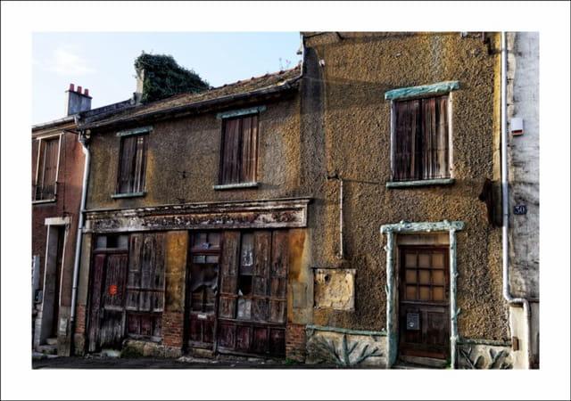 Ancienne boutique située dans la Rue du Val à Herblay 95220
