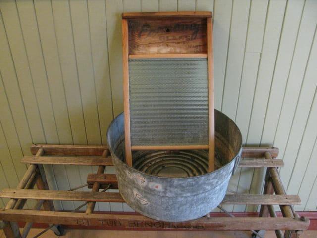 Ancienne cuve et planche à laver