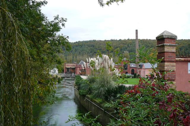 Ancienne usine dans un petit village