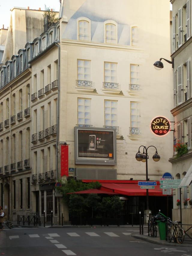 Angle de la rue de Condé et de la rue Saint Sulpice