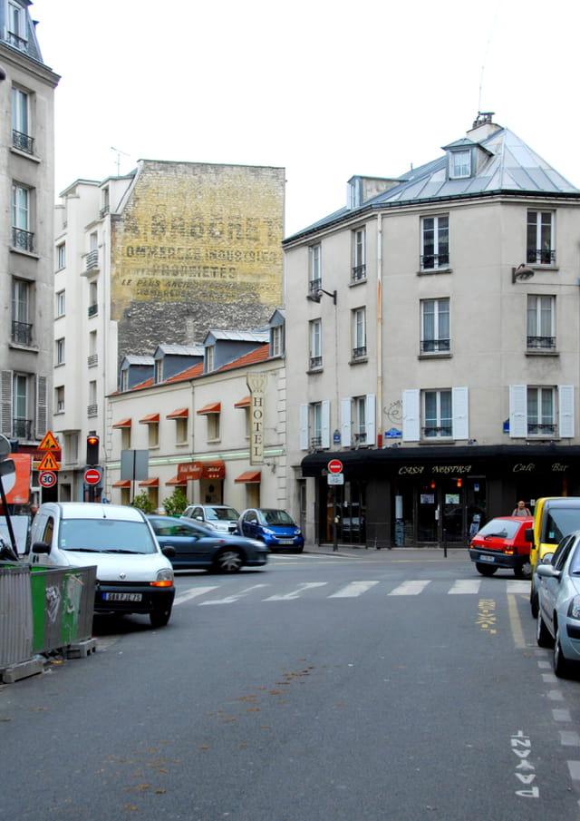 Angle de la rue de La Croix Nivert et de la rue Fondary