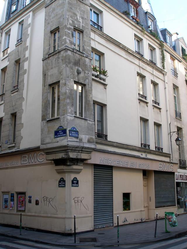 Angle de la rue du temple et de la rue Sainte Croix de L a Bretonnerie
