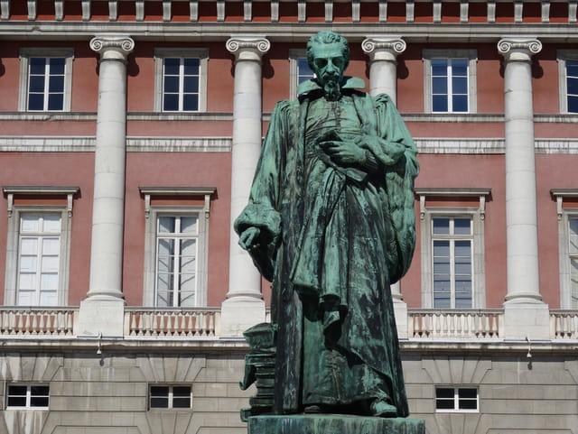 Antoine Favre  devant le palais de justice