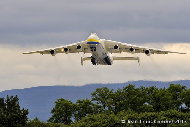 ANTONOV An-225 : le plus grand avion du monde !