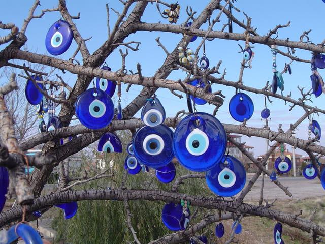 arbre porte bonheur par elisabeth dechauffour sur l 39 internaute. Black Bedroom Furniture Sets. Home Design Ideas