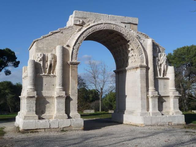 Arc de triomphe aux Antiques à Saint Rémy de Provence.