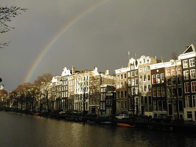 Arc-en-ciel à Amsterdam