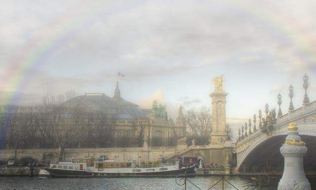 Arc en ciel et brouillard
