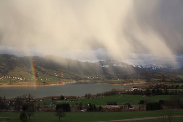 Arc en ciel sur le lac de la Gruyere