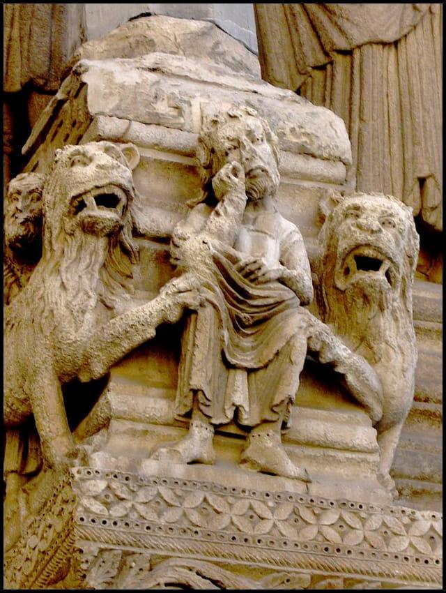Arles - portail roman (détail)