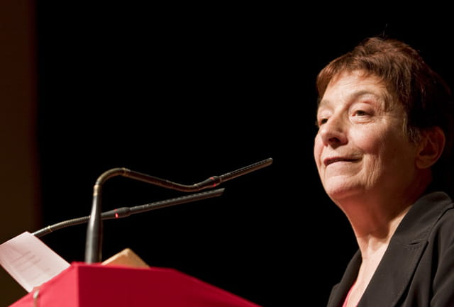 Arlette Laguiller attaque l'action Sarkozy