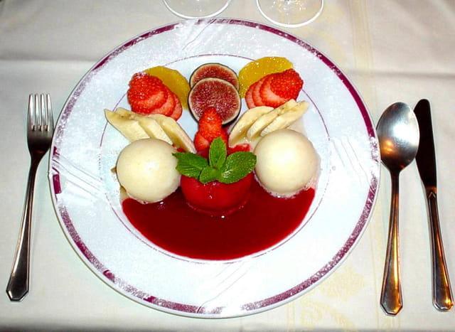 Assiette de sorbets et ses fruits frais